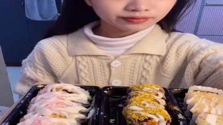 美食吃播:大胃王小姐姐吃寿司,大口吃的真过瘾!