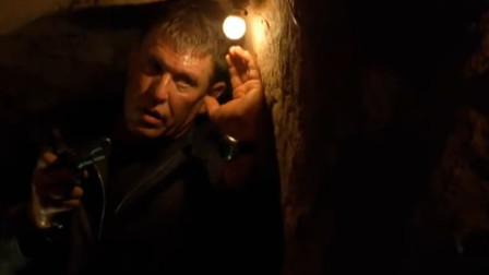 双狙人3:人家用双截棍,老哥直接解下裤腰带当武器,有才