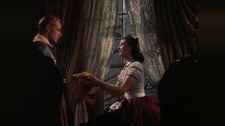 乱世佳人:斯嘉丽不心,深情吻别艾西利,并答应照顾他的妻子梅勒妮