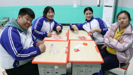 王小九手作:老师和同学们组队PK做披萨,没想做成培根披萨和水果披萨
