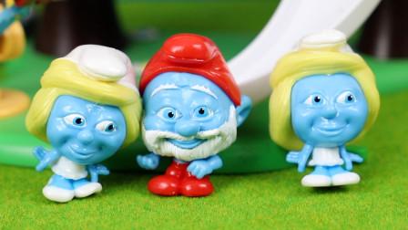 可爱的蓝精灵玩具惊喜袋得到蓝爷爷