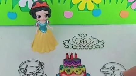 白雪公主画画,白雪公主画的蛋糕好漂亮,你们喜欢白雪画的蛋糕吗?