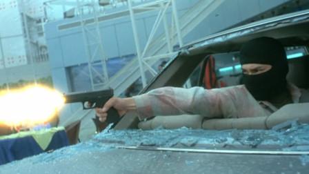 李连杰枪法如神,老大看后都主动收枪,看他表演就完事了