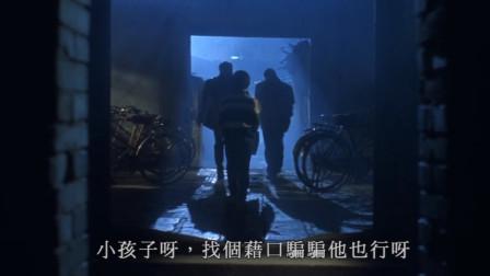男孩看着父亲出远门,却无法阻止很难受,再不走就受不了啦