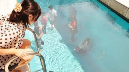 """世界上最""""神奇""""的游泳池,游客不用脱衣服,在水底行动非常方便"""