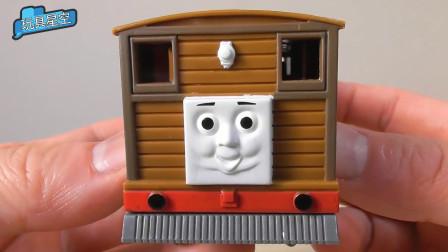 托马斯小火车的朋友托比长胖了,脸上胖嘟嘟的,像大馒头一样