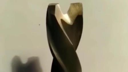 一位钳工老师傅磨的钻头,这技术值多少钱一个月?