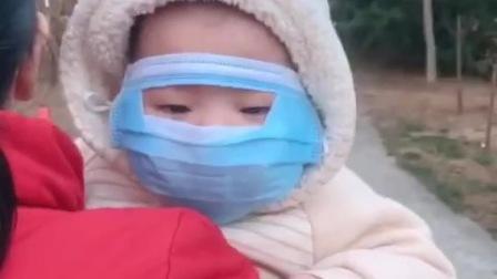 这口罩戴的无敌了,我们戴得是口罩,这小子戴得是面具!
