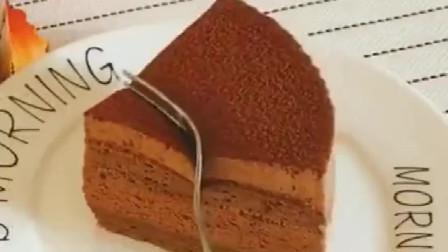 巧克力慕斯蛋糕,口感顺滑,来一口太满足了