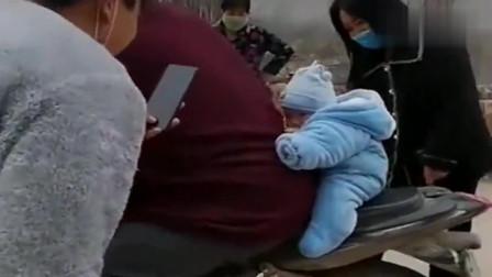 河南儿子:我好怕摔下车去,爸爸我想搂着你的腰