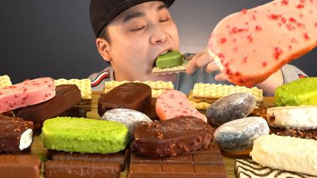 """韩国donkey吃播:""""草莓味冰淇淋+绿茶味冰淇淋+巧克力冰淇淋+巧克力"""",听这咀嚼音,吃货小哥吃得真香"""