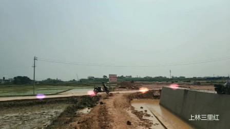 广西南柳高速 上林段澄泰漫桥路段 路堤高架桥正在升起 (1)