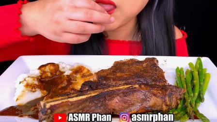 韩国大胃王吃超大块战斧牛排,搭配胡椒酱大口咀嚼,吃相真馋人!