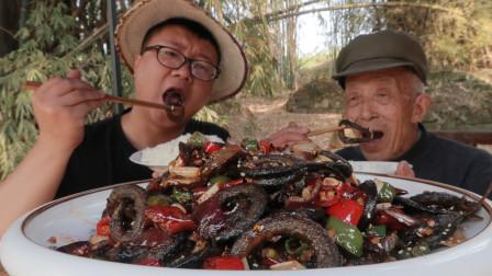 """川渝名菜,干锅""""盘龙鳝""""这样做太香了,手撕着吃真过瘾,下酒菜"""