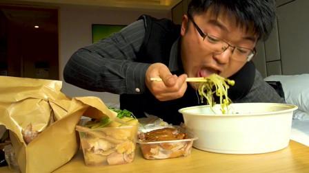 小伙第一次尝试上海白斩鸡,这还不算,还要来只北京烤鸭,太能吃了
