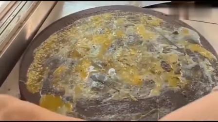 一看这个鸡蛋灌饼,就是广西老板做给自己吃的,真舍得下本。