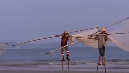 舌尖上的中国:渔民用高跷捕鱼的方式,捕浅海的鱼虾,这种方式逐渐成为民俗旅游项目