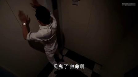 被困电梯的主持人,再次挑衅电梯不料!真的停电,他会得到解救吗