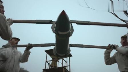 炮神:日本的大和魂重炮确实大,一个炮弹竟然四个人抬!