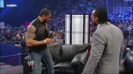 WWE:巴蒂斯塔学习李小龙,一言不合单手掀沙发,MVP吓得秒怂!