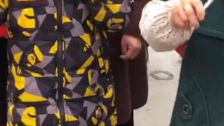 第四批援鄂医疗队今日返津!这是今早恩施人民送别的场景!(素材来源:@指间利川) #致敬英雄