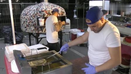 意大利街头美食:飞饼披萨的炫酷技巧,和海底捞拉面小哥谁厉害