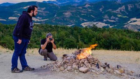 """""""最没有尊严""""的火山,喷发了上百年,却无奈被当地人用来烧烤"""