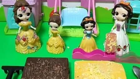 小雪儿和小贝儿给妈妈做巧克力碎,妈妈奖励他们,小贝儿也想玩游戏