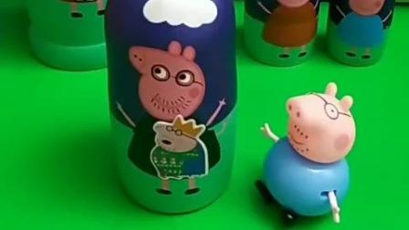 小猪贴纸想要暖和,真的小猪一家躲起来,他们去里面暖和了