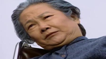 大时代:丁蟹是猫哭耗子假慈悲,拜祭报恩的人,老婆婆越看越生气,真燃!