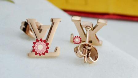 十二星座专属的耳环,巨蟹座的长款吊坠很适合女神配戴