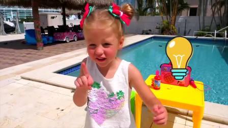 萌娃小可爱买到两个蛋糕,扔进了泳池里,萌娃:变大好大啊