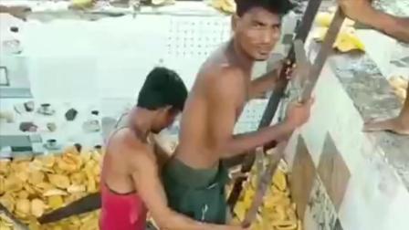 尼泊尔罐头厂家,居然是这么生产罐头的,打死我以后也不吃了!