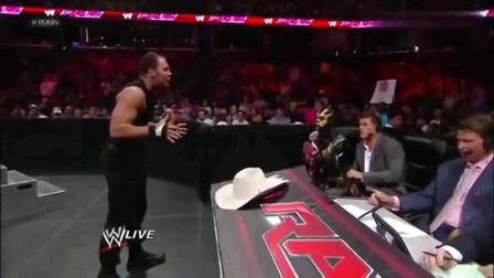 WWE:USOS对战圣盾,圣盾连解说员都打,结果被对方人数压制!