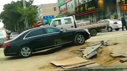 这坡儿真费轮胎,保险杠掉了司机都还不知道!