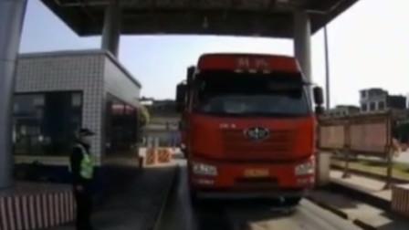 """货车超载近两倍,""""百吨王""""货车被查处,司机:我想多挣点钱"""