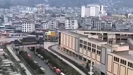 这是武汉的街头,整条街都看不到一个人,坚决不给国家添麻烦!