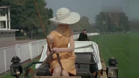 奥黛丽赫本驾驶一辆马车,在马路上飞奔