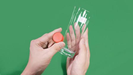 魔术揭秘:瓶盖进杯子,放慢动作,其实很简单