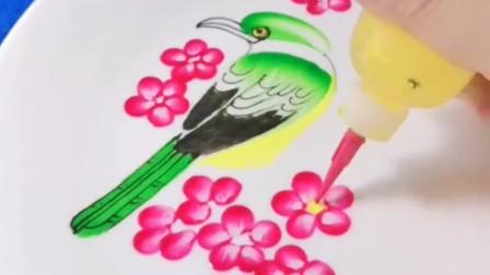 师傅用果酱画出来的鸟,有没有很逼真