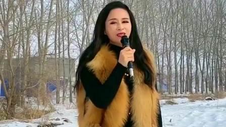 美女深情演唱《为了谁》,男声女声自由切换,太有实力了!