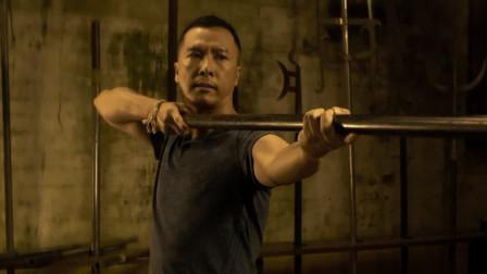 甄子丹武器真多,随便一件都要练好久,不愧是武器大师