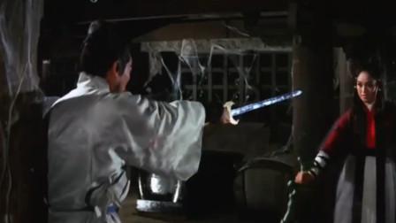 姑娘双腿残疾仍然坚持练功,20年后一把剑单挑江湖2大高人