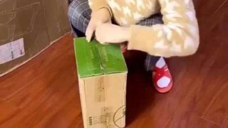 闺蜜👭半夜喂孩子总是饿,还好有这个蛋黄酥,这个我一般整箱整箱的买了送闺蜜,有没有和我一样爱吃蛋黄酥的!