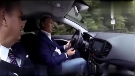 普京亲自开小轿车在公路上行驶,普京开车真是太帅了,好喜欢普京