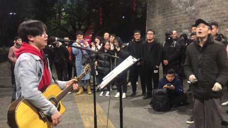 西安街�^歌手一首�S巍的《旅行》�n�龅母杪��人感慨�f千