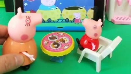 乔治一直在看电视,猪妈妈让他多看一会儿,乔治觉得妈妈小气