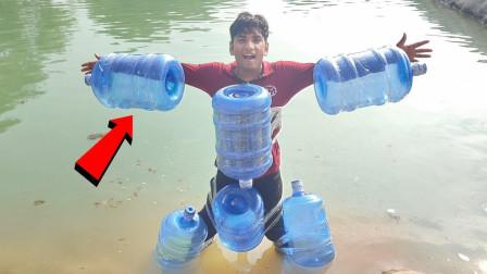 老外四肢绑满水桶 ,充当救生衣,结果朋友遭殃了!
