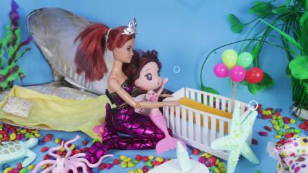 海底世界美人鱼妈妈在家里照顾小美人鱼宝宝