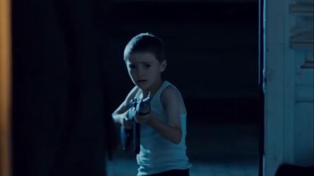 美女跑步时被欺负,小伙见义勇为,结果却被警察击毙!